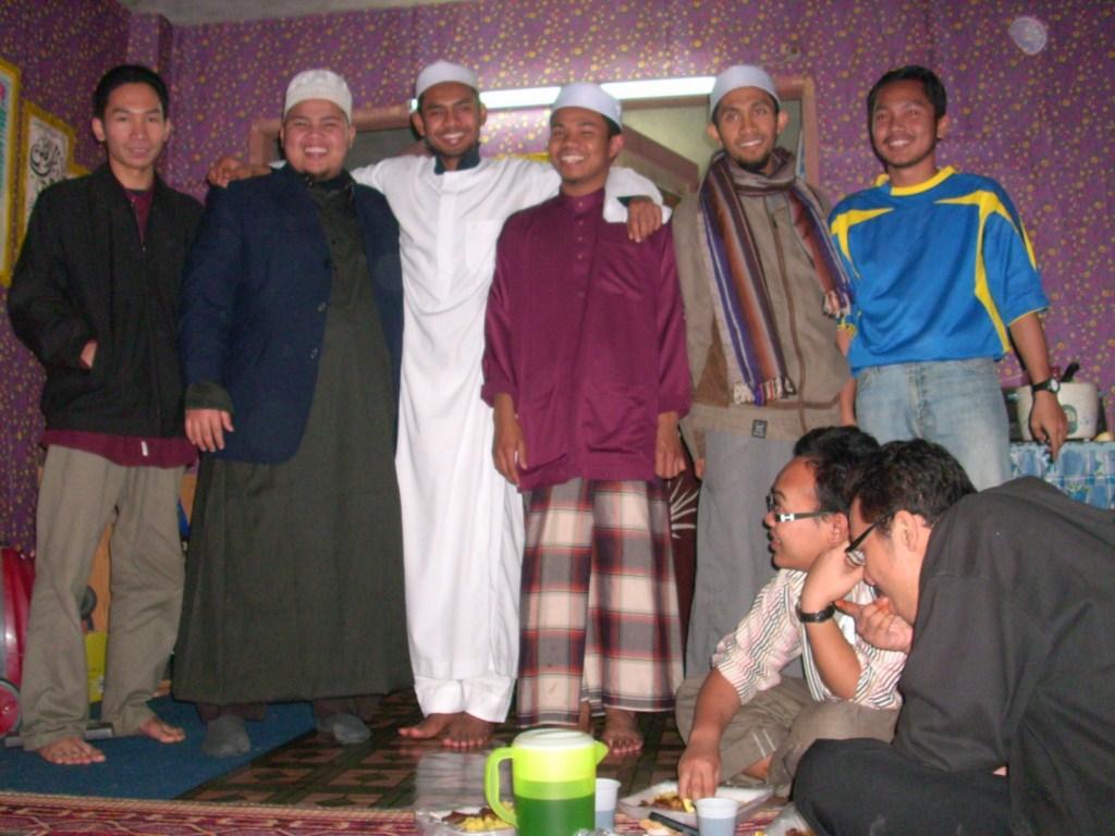 Ustaz Hafiz dan rakan seperjuangan